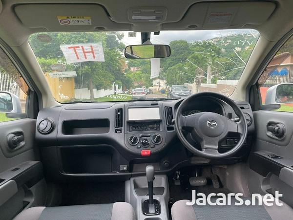 Mazda Familia 1,5L 2016-3