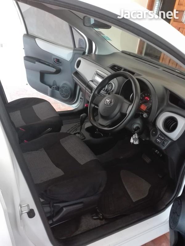 Toyota Vitz 1,3L 2012-4