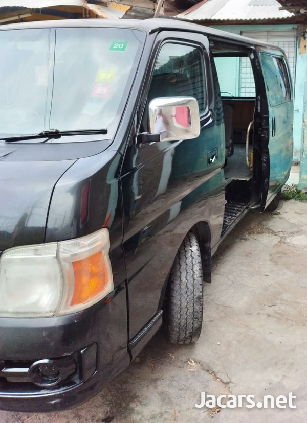 Nissan Caravan 4,0L 2012-5