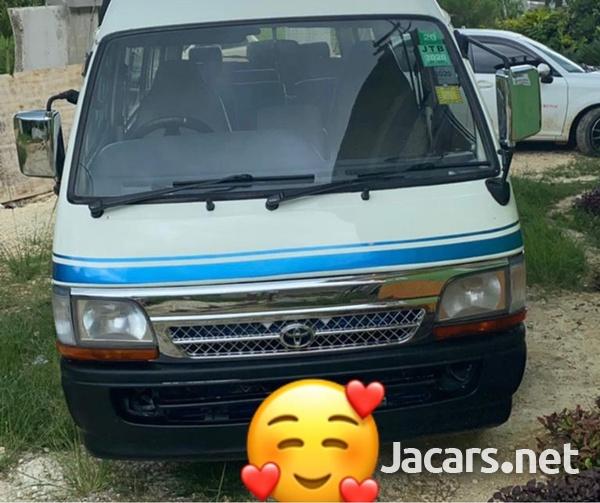 Toyota Hiace Bus 2000-1