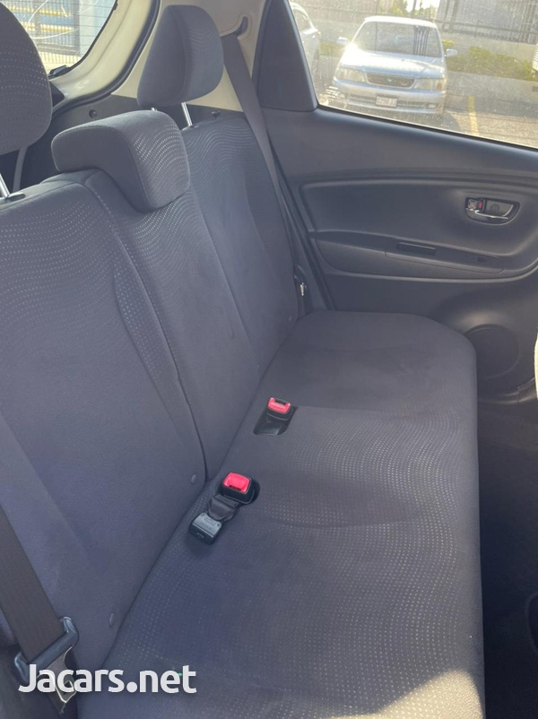 Toyota Vitz 1,5L 2015-10