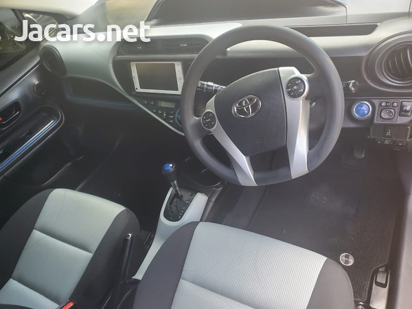 Toyota Aqua 1,4L 2014-10