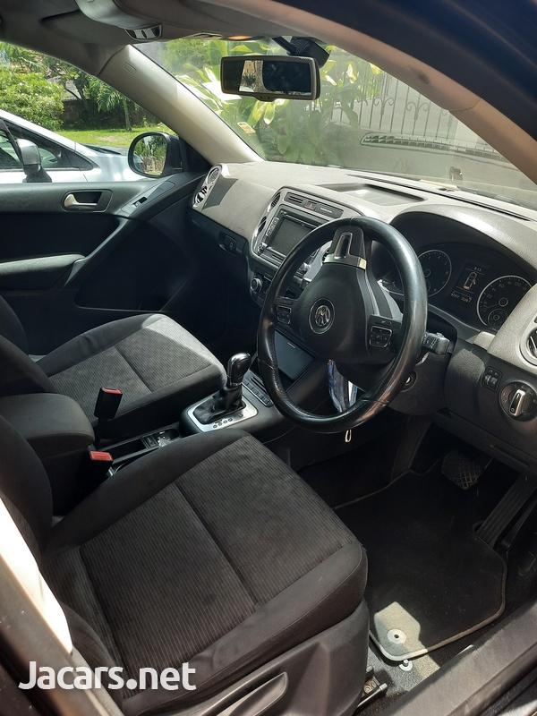 Volkswagen Tiguan 2,0L 2013-6