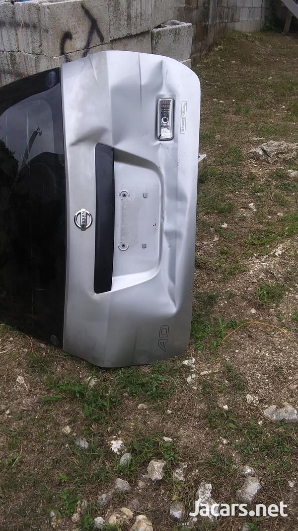 Nissan AD Wagon 2,0L 2013 Trunk