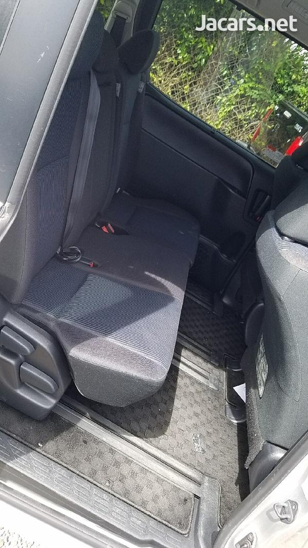 Toyota Voxy 1,8L 2014-4