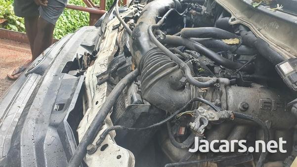 Damaged Toyota Townace 2000-5
