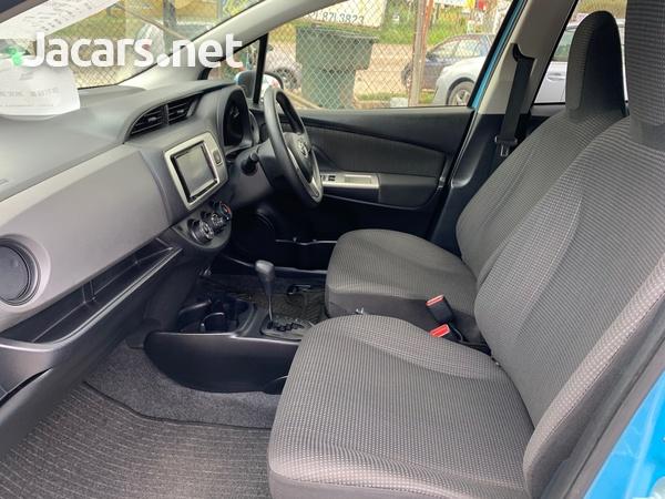 Toyota Vitz 1,3L 2014-4