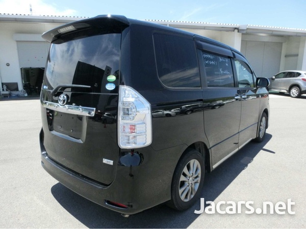 Toyota Voxy 2,0L 2013-3