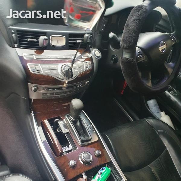Nissan Fuga 3,0L 2010-4