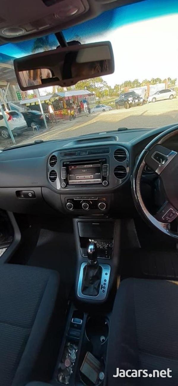Volkswagen Tiguan 2,0L 2012-5