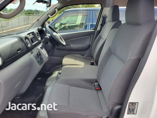 Nissan Caravan 2,0L 2012-8