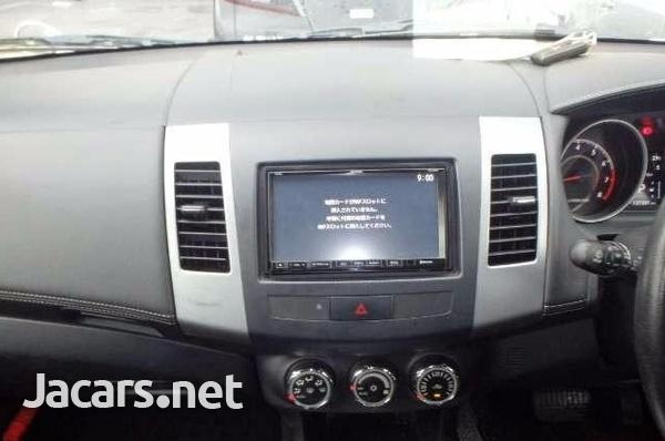 Mitsubishi Outlander or Airtrek 2,5L 2012-5