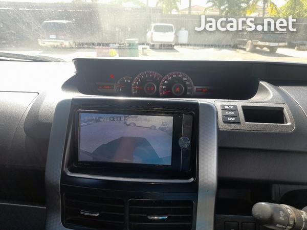 Toyota Voxy 1,9L 2013-6