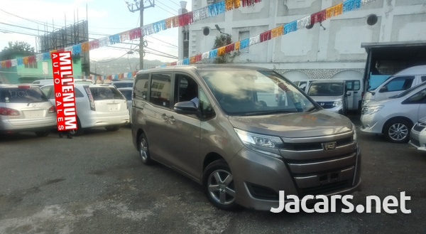 Toyota Noah 2,0L 2018-3