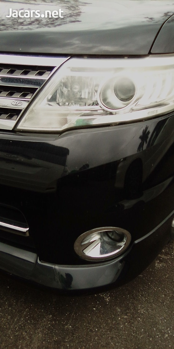 Nissan Serena 2,0L 2010-4