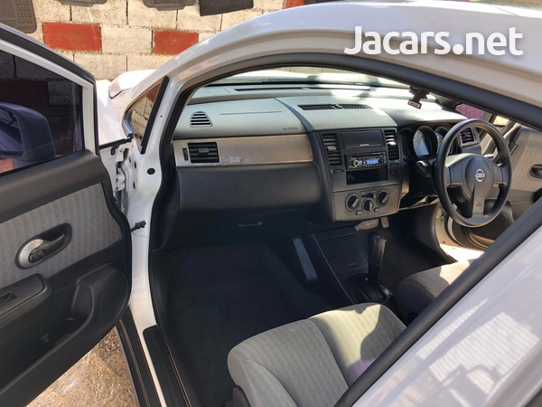 Nissan Latio 5,0L 2009-5