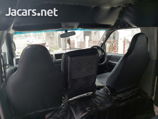 2008 Toyota Hiace Minibus-10