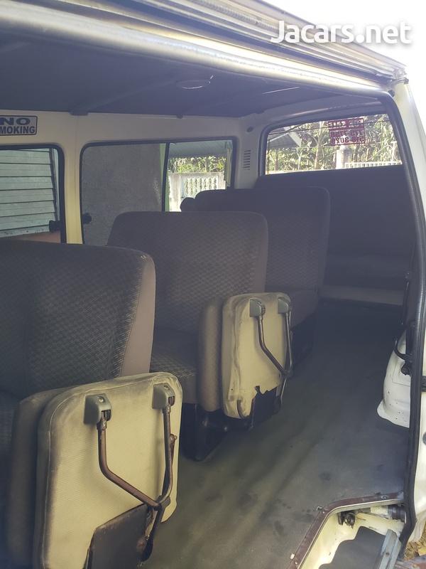 2003 Toyota Hiace Bus-6