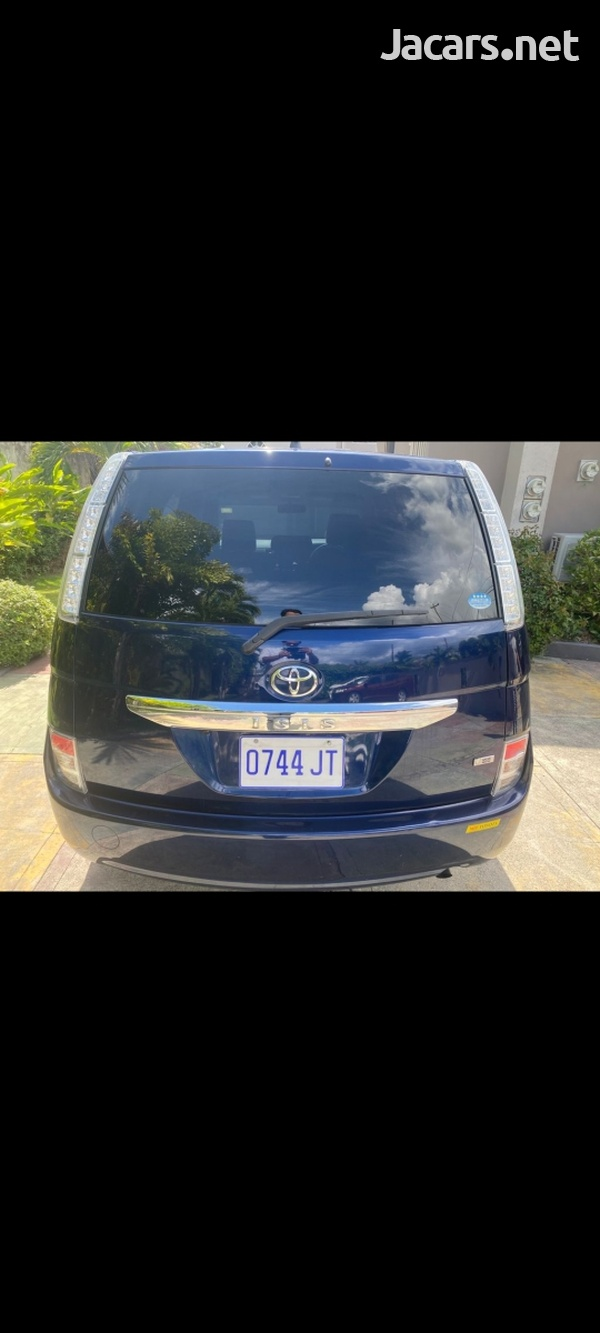 Toyota Isis 1,8L 2013-1