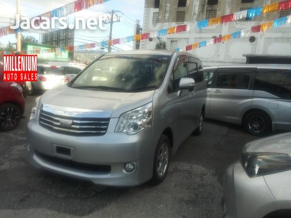 Toyota Noah 2,0L 2014-11