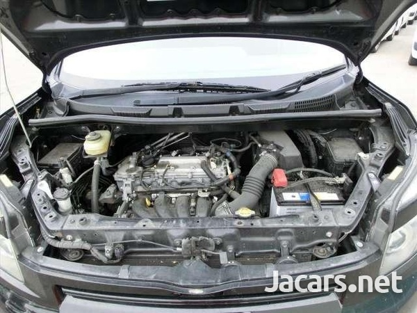 Toyota Voxy 2,0L 2010-7