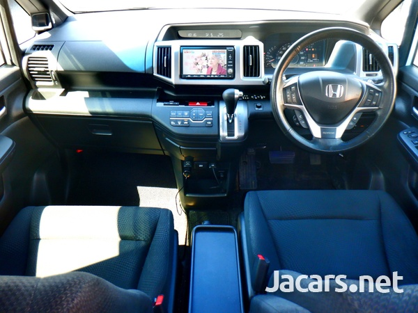 Honda Stepwgn Spada 1,8L 2012-3