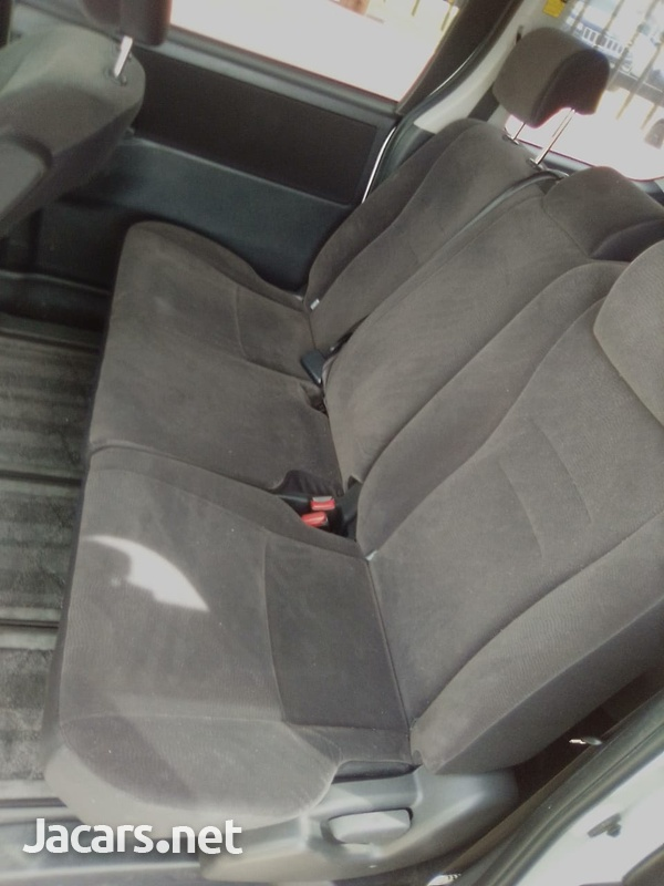 Toyota Voxy 1,8L 2011-6