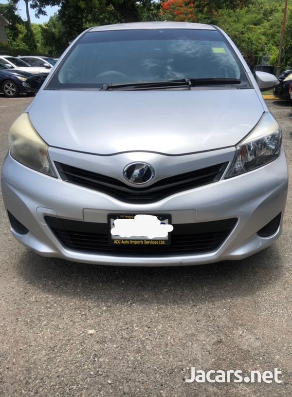 Toyota Vitz 1,0L 2012-1