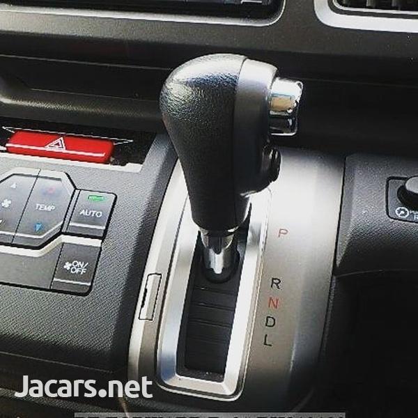 Honda Stepwgn 1,5L 2012-6
