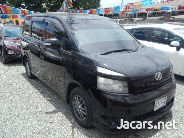 Toyota Voxy 1,9L 2009-1