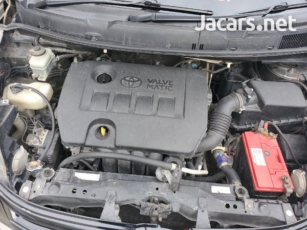 Toyota Isis 2,0L 2010-4