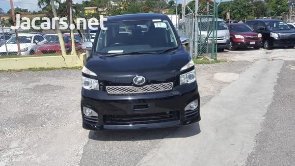 Toyota Voxy 2,0L 2012-1