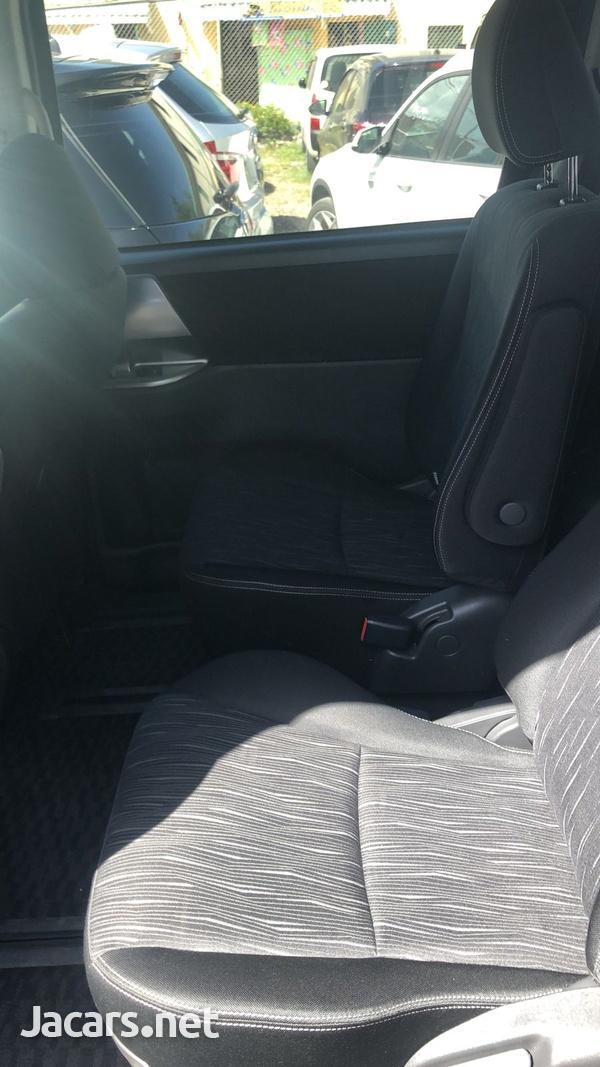 Toyota Voxy 1,8L 2012-7