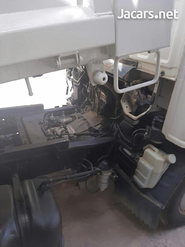2006 Isuzu Truck-5