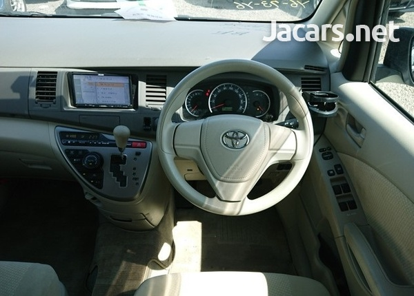 Toyota Isis 1,8L 2014-7