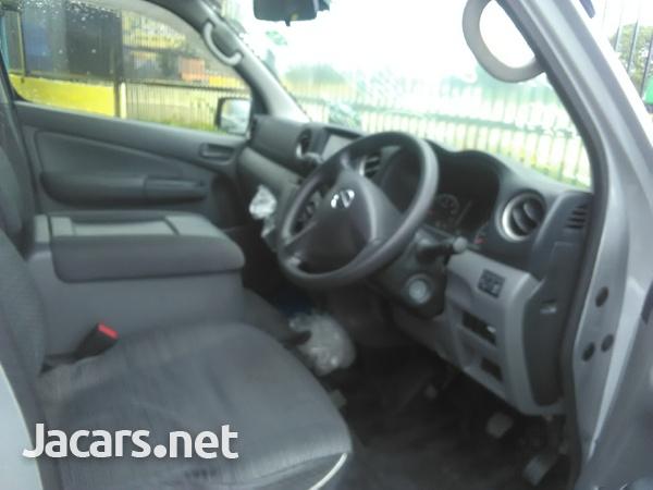 Nissan Caravan 2,0L 2013-4