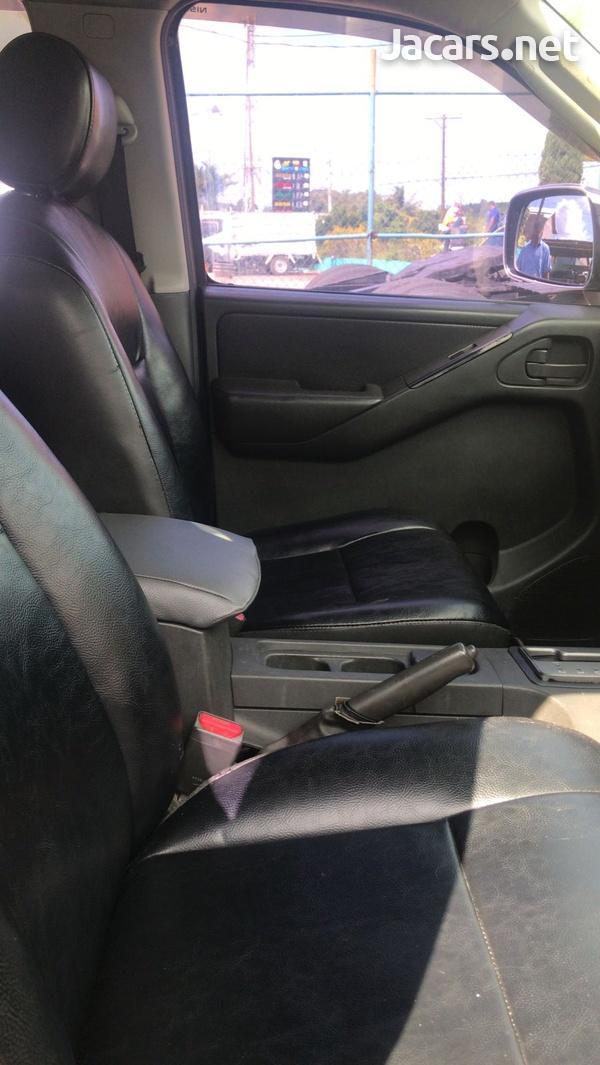 Nissan Navara 3,0L 2011-6
