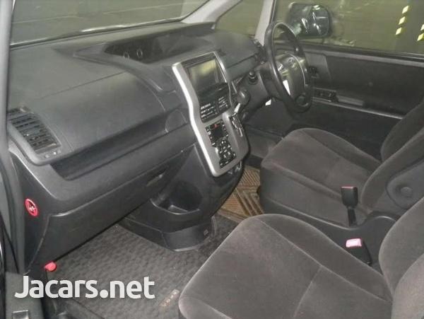 Toyota Voxy 1,7L 2011-4