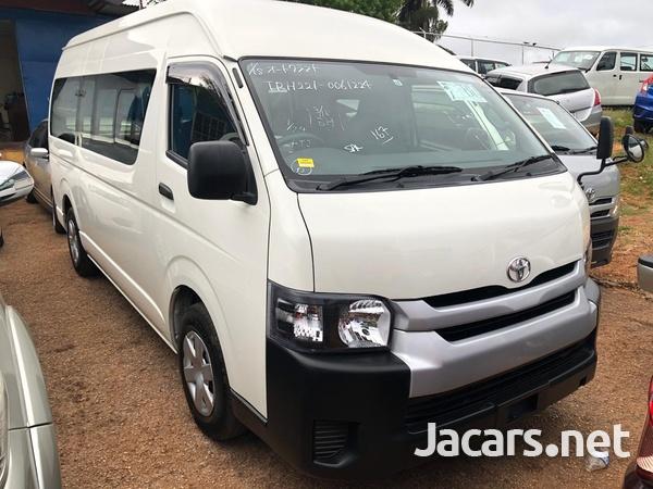 Toyota Hiace Bus 2015-1