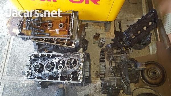 B 18 Honda engine an a B 20 Honda engine and transmission-4