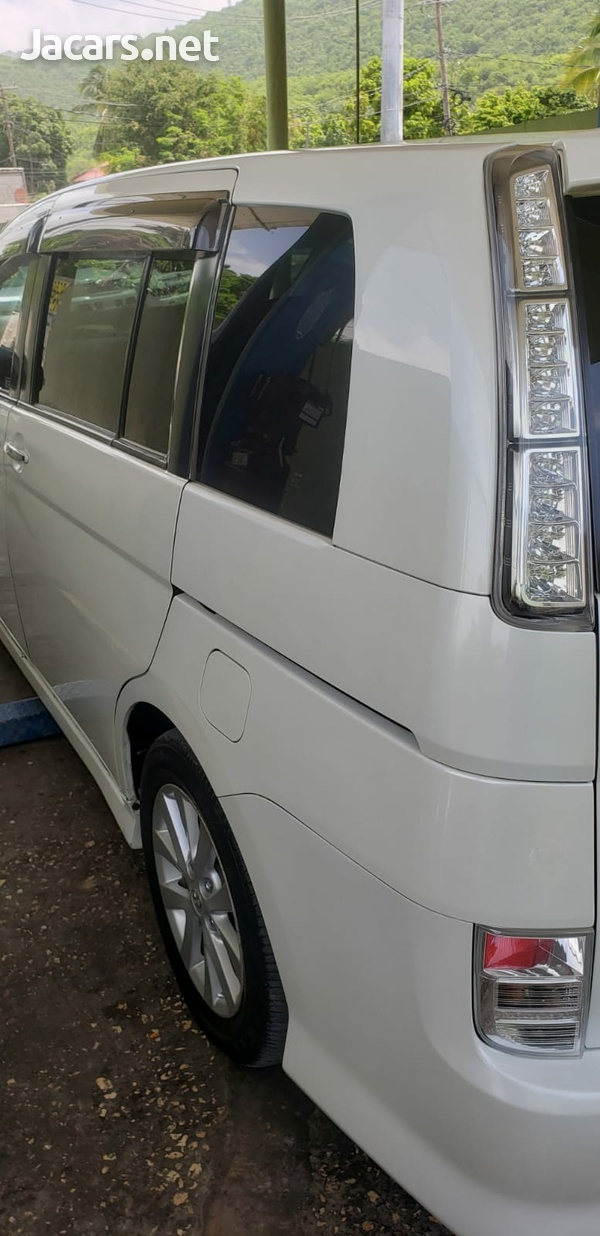 Toyota Isis 1,8L 2011-12