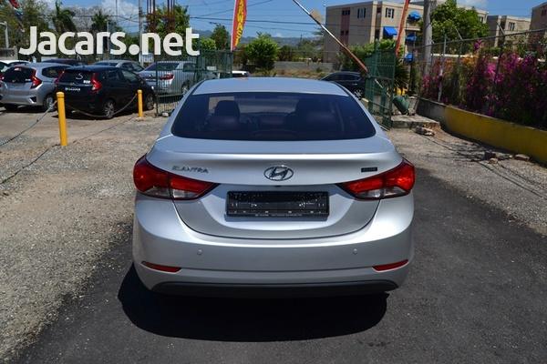 Hyundai Elantra 1,5L 2015-6