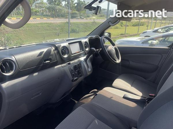 Nissan Caravan 2,5L 2016-3