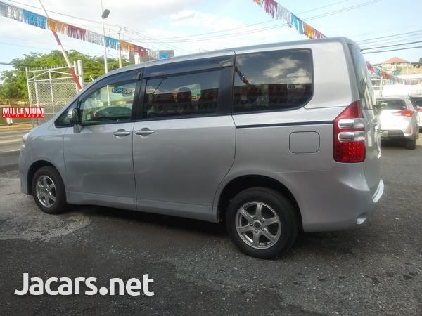 Toyota Noah 2,0L 2014-7