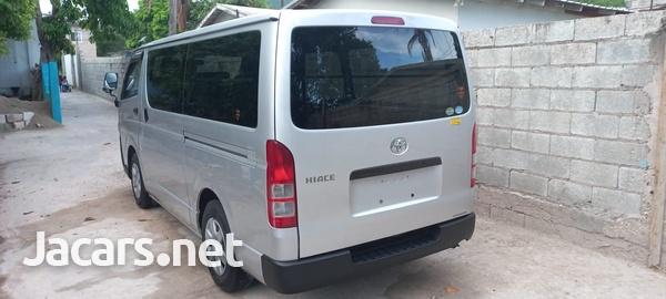 Toyota Hiace Bus 2,0L 2013-10