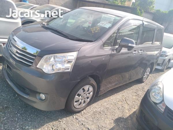 Toyota Noah 2,0L 2012-1