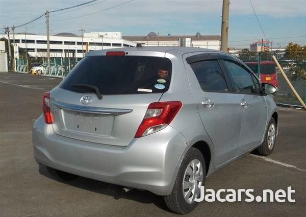 Toyota Vitz 1,0L 2015-4