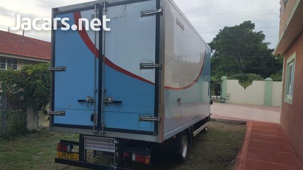 2013 Isuzu freezer truck-3