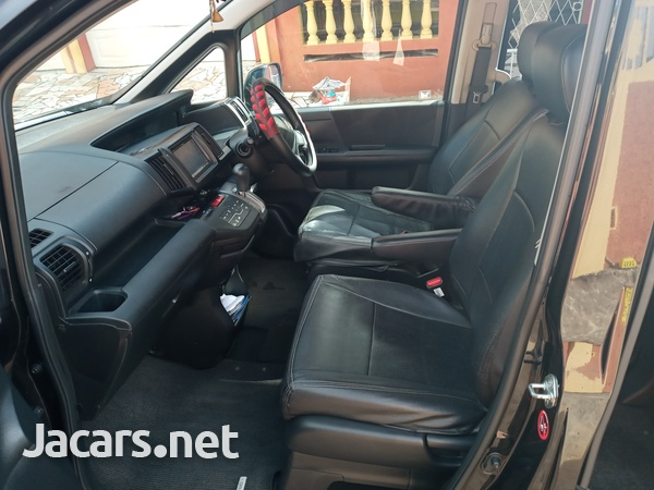 Honda Stepwagon Spada 2010-6