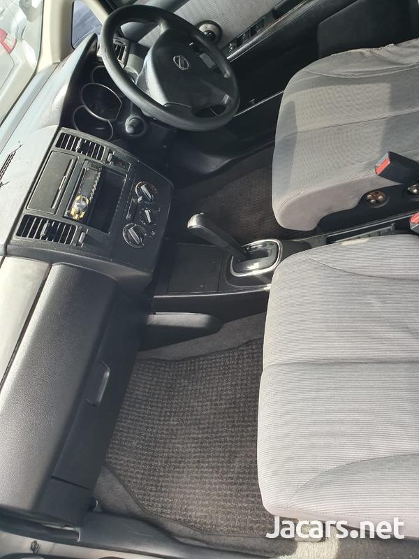 Nissan Tiida 2,2L 2007-4